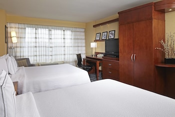 Room, 2 Queen Beds, Partial View