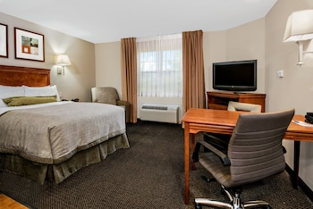 Studio Suite, 1 Queen Bed, Accessible, Non Smoking (Hearing, Mobility)