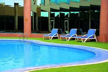 Ramada Al Qassim Hotel And Suites - Outdoor Pool  - #0