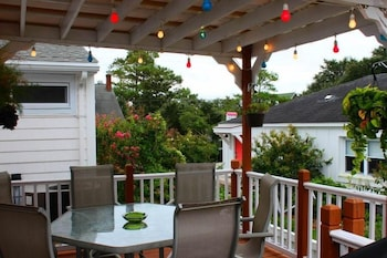"Historic Manteo ""Woody's "" - 3 Br home by RedAwning"