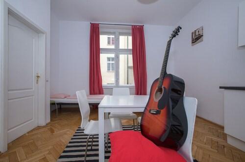 Jump In Hostel, Praha 8