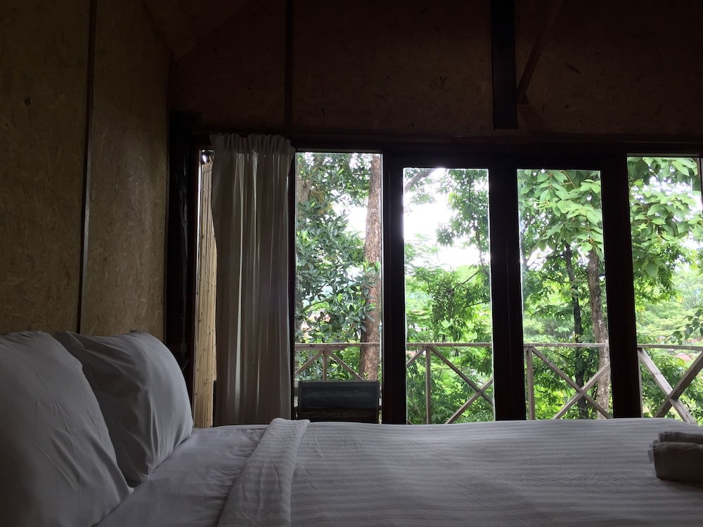 Cocoa Valley Resort In Pua Triphop