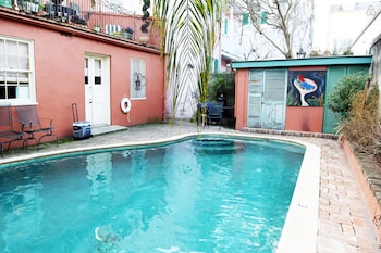 Large 1BR w Pool in Heart of FQ and Bourbon - NOLA