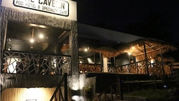 The Cavern Pod Hotel & Specialty Café - Hostel