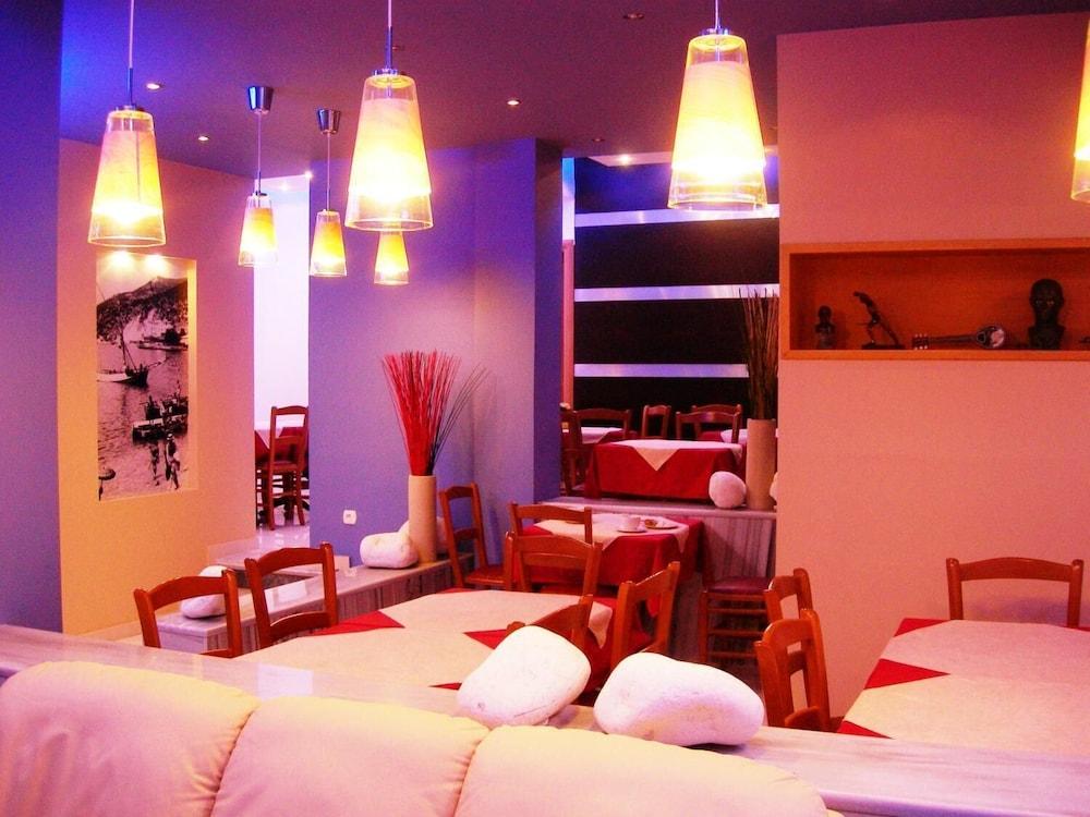 https://i.travelapi.com/hotels/20000000/19080000/19078000/19077931/69b11d7a_z.jpg