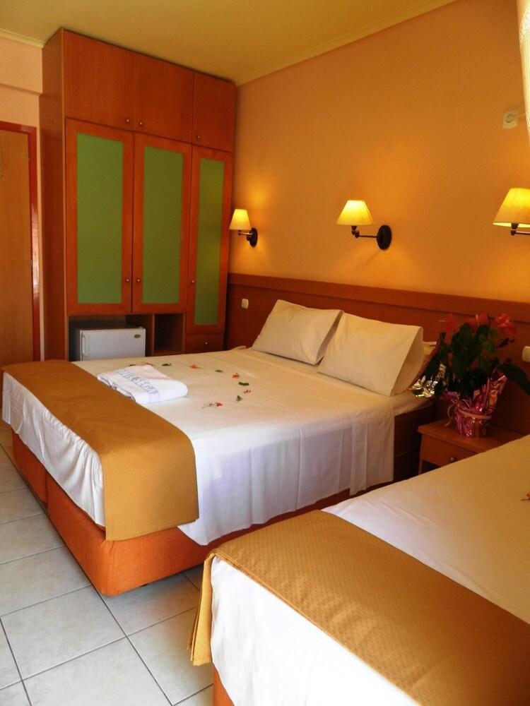 https://i.travelapi.com/hotels/20000000/19080000/19078000/19077931/8afd826f_z.jpg