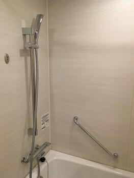 NIPPON SEINENKAN HOTEL Bathroom Shower
