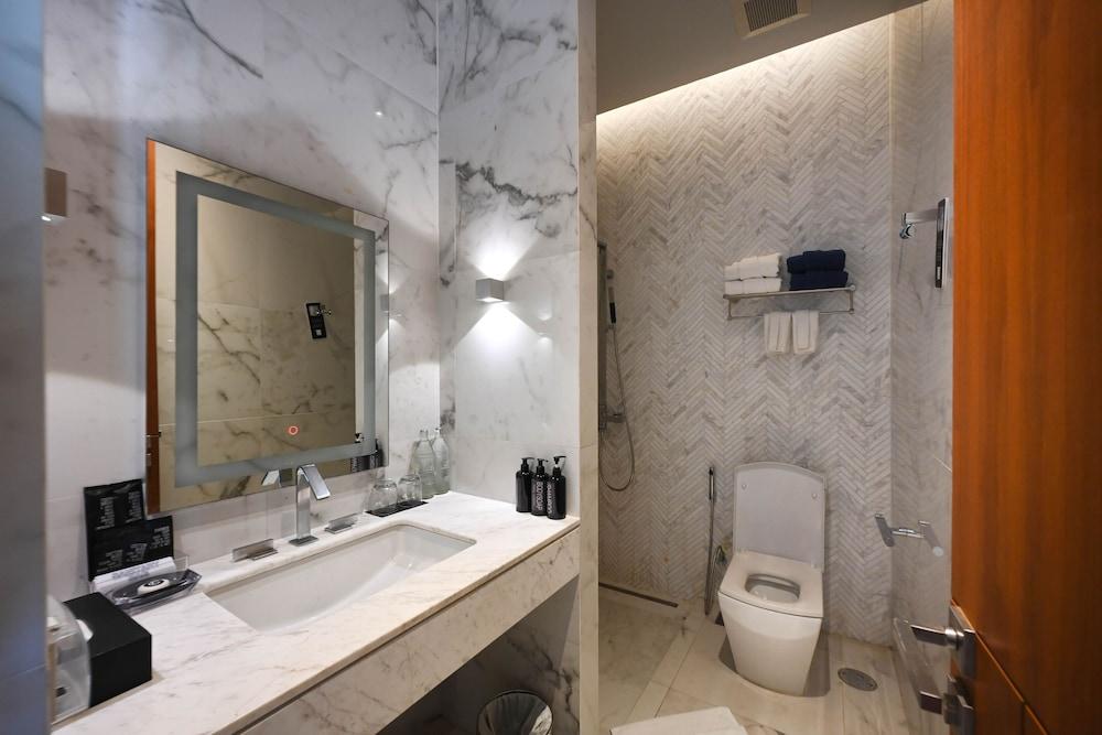 https://i.travelapi.com/hotels/20000000/19090000/19085600/19085524/5dc5c7b8_z.jpg