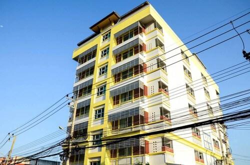 Rungraung Living Room, Muang Nakhon Pathom