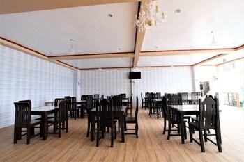 ZEN ROOMS HOTEL GEORGINA TAGAYTAY Breakfast Area
