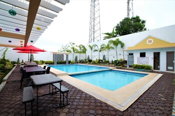 ZEN ROOMS HOTEL GEORGINA TAGAYTAY Outdoor Pool