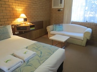 Standard Queen Room (Room 4) at Aspley Pioneer Motel in Aspley
