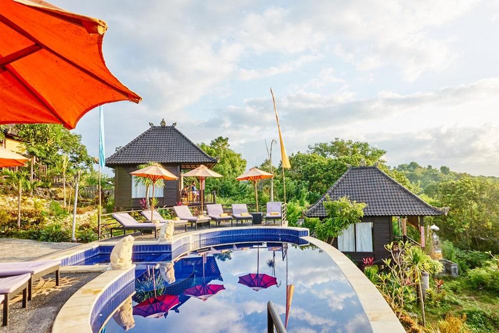 Sunrise Hut's Lembongan