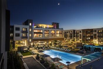 Global Luxury Suites in Menlo Park