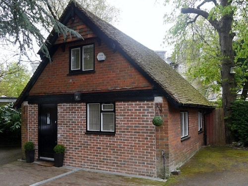 . Tudor Cottage Lodge