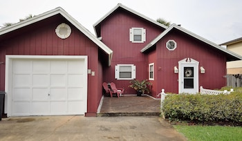 Cranberry - 2 Br home by RedAwning