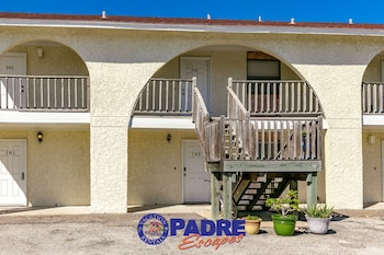 Cay Escape CLH102 - 2 Br condo by RedAwning
