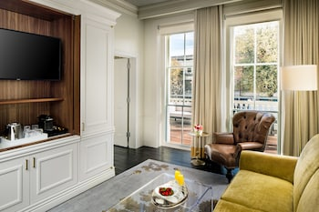 Suite (Whitney Master Suite)