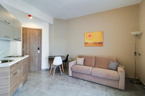 . Athens Comfort Suites & Apartments