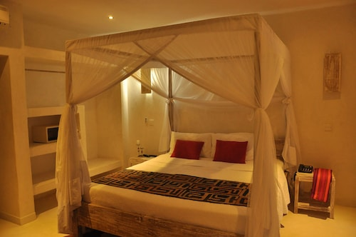 The Villa Luxury Suites Hotel, Msambweni