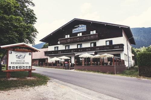 Sporthotel Puchberg am Schneeberg, Neunkirchen