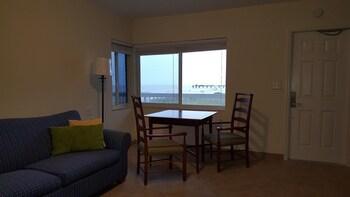 Signature Suite, 1 Bedroom, Kitchen, Mezzanine