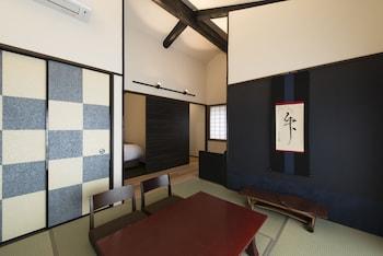 OKU KAMISHICHIKEN Living Area