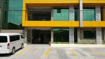 MARTON SUITES Front of Property