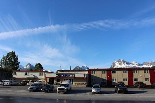 . Glacier Hotel