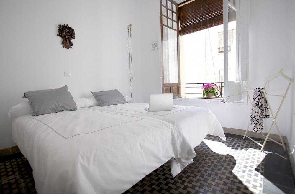 https://i.travelapi.com/hotels/20000000/19200000/19191900/19191844/1a3ee25a_z.jpg