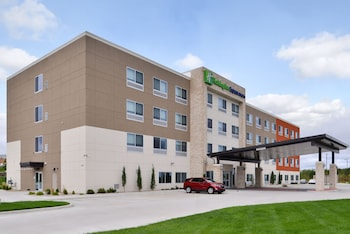 Holiday Inn Express & Suites Kansas City - Lee's Summit