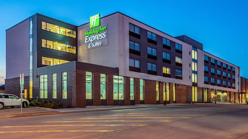 . Holiday Inn Express and Suites-Platteville