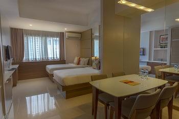 VALERO GRAND SUITES BY SWISS-BELHOTEL MAKATI Guestroom