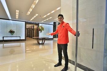 VALERO GRAND SUITES BY SWISS-BELHOTEL MAKATI Interior Entrance