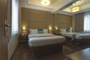 VALERO GRAND SUITES BY SWISS-BELHOTEL MAKATI Room