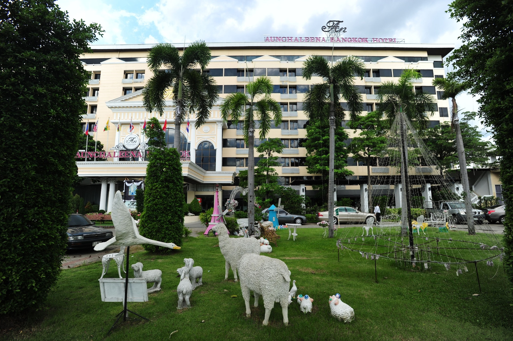 Aunchaleena Grand Hotel, Bang Kapi