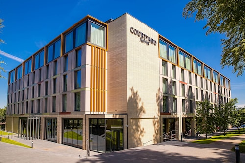. Courtyard by Marriott Edinburgh West