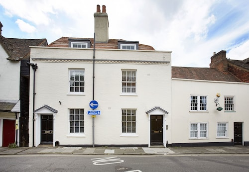 17 Quarry Street by esa, Surrey