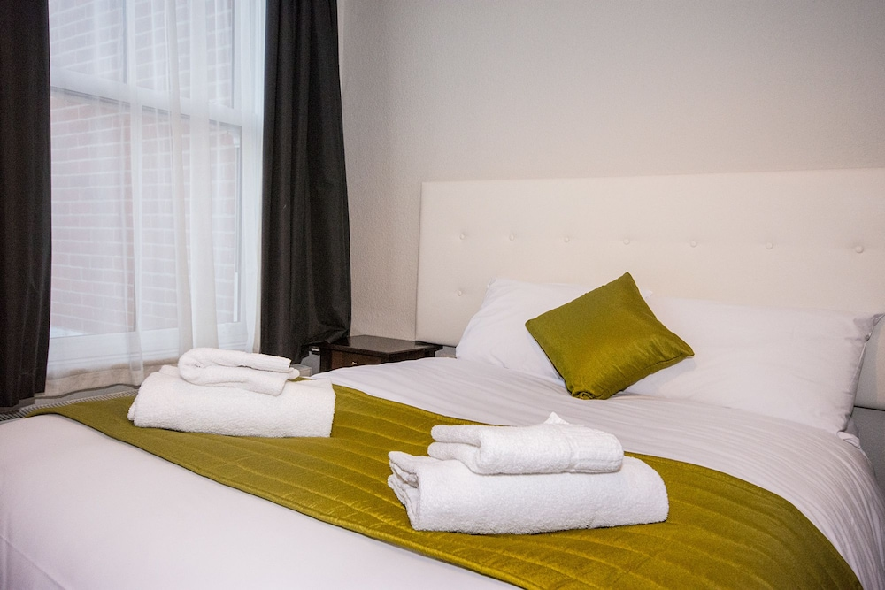 Suite : Standard Double Room, Ensuite 1 of 29