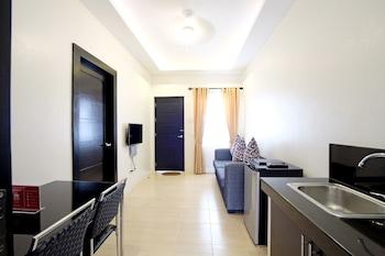 ZEN PREMIUM MAHOGANY AVENUE Living Area
