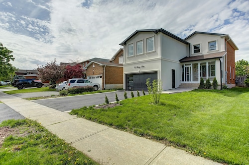 QuickStay - Beautiful 5bdrm House in Vaughan, York