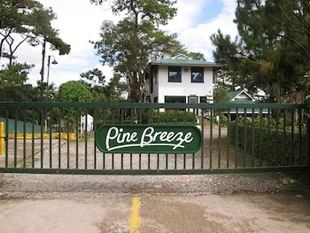 PINE BREEZE COTTAGES Front of Property