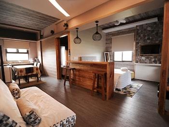 PINE BREEZE COTTAGES Living Area