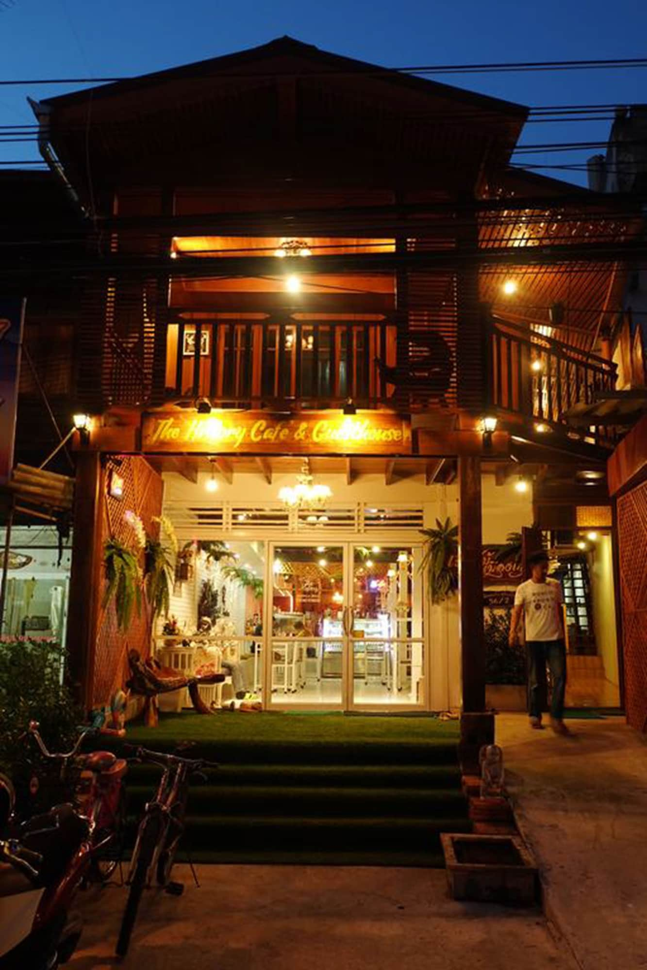 The History Cafe' & Guesthouse, Muang Sukhothai