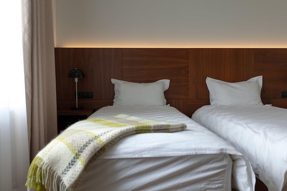https://i.travelapi.com/hotels/20000000/19250000/19242500/19242480/38d0cadc_z.jpg