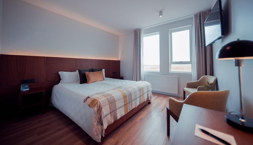 https://i.travelapi.com/hotels/20000000/19250000/19242500/19242480/7792f806_z.jpg
