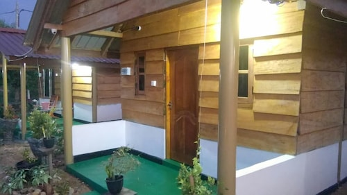 SUNNTOP CABANA, Trincomalee Town and Gravets