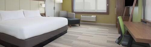 Holiday Inn Express & Suites Tulsa South - Woodland Hills, Tulsa