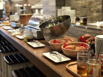 HOTEL MYSTAYS MIDOSUJI HONMACHI Breakfast buffet