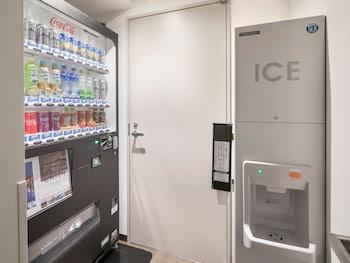 HOTEL MYSTAYS MIDOSUJI HONMACHI Vending Machine